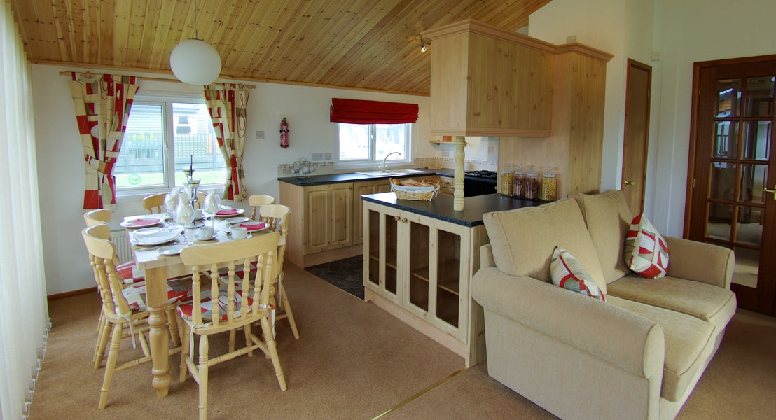 Kitchen Diner- Last Minute Holiday Park Deals