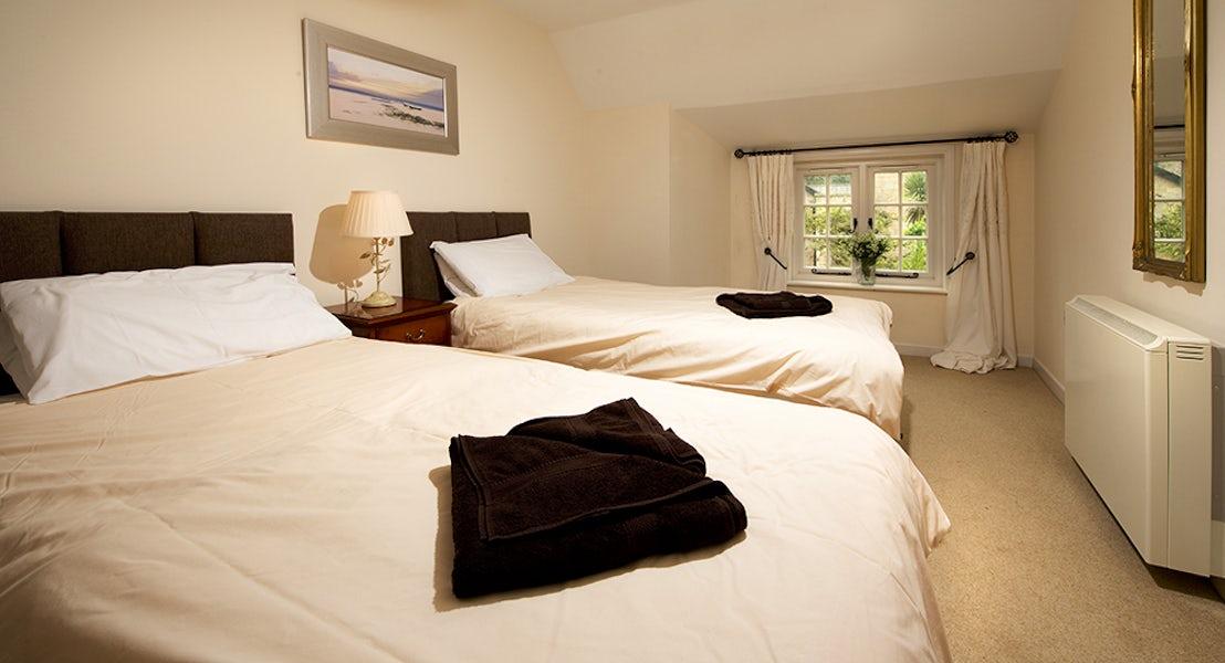 Twin bedroom ¦ Kenegie Apartment