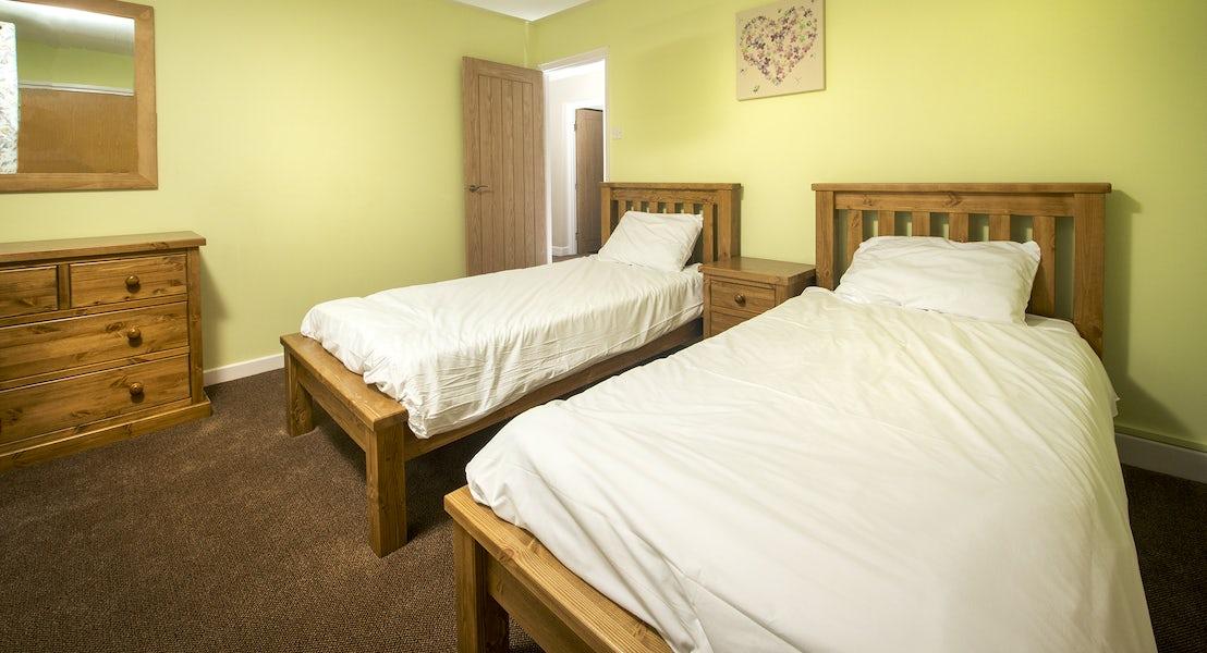 Twin bedroom ¦ Widemouth Farnhouse